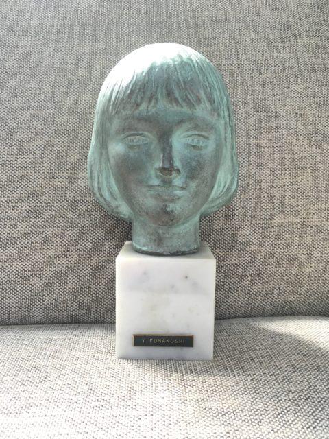 少女アンナ ブロンズ像